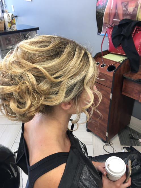 Bridal Party Short Blonde Soft Waves Right
